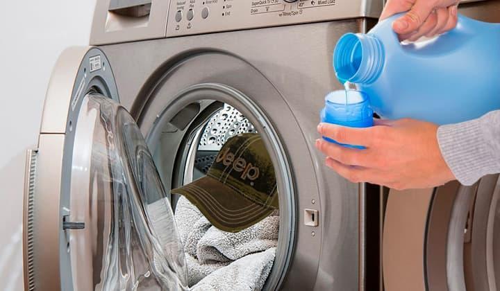 Как очистить кепки и шапки от загрязнений вручную или в стиральной машине