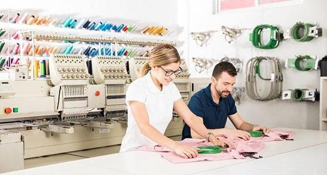 Как делается вышивка надписей на шевронах и униформе?